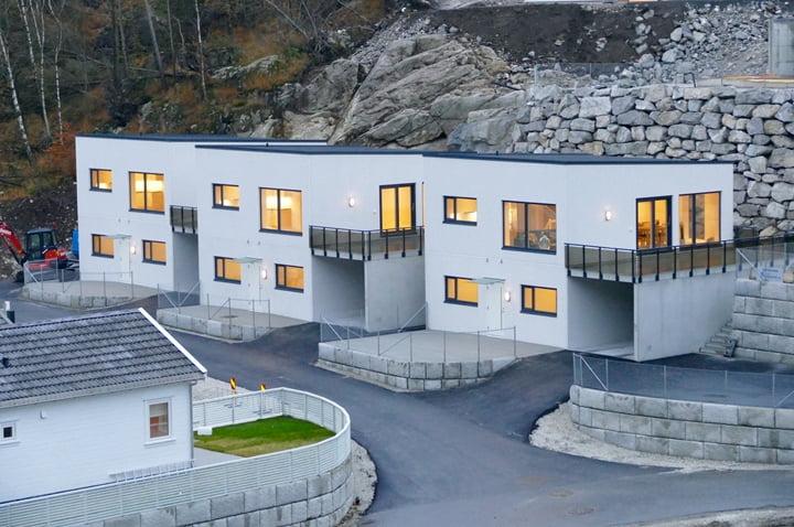 Tre eneboliger i betong levert i Egersund.